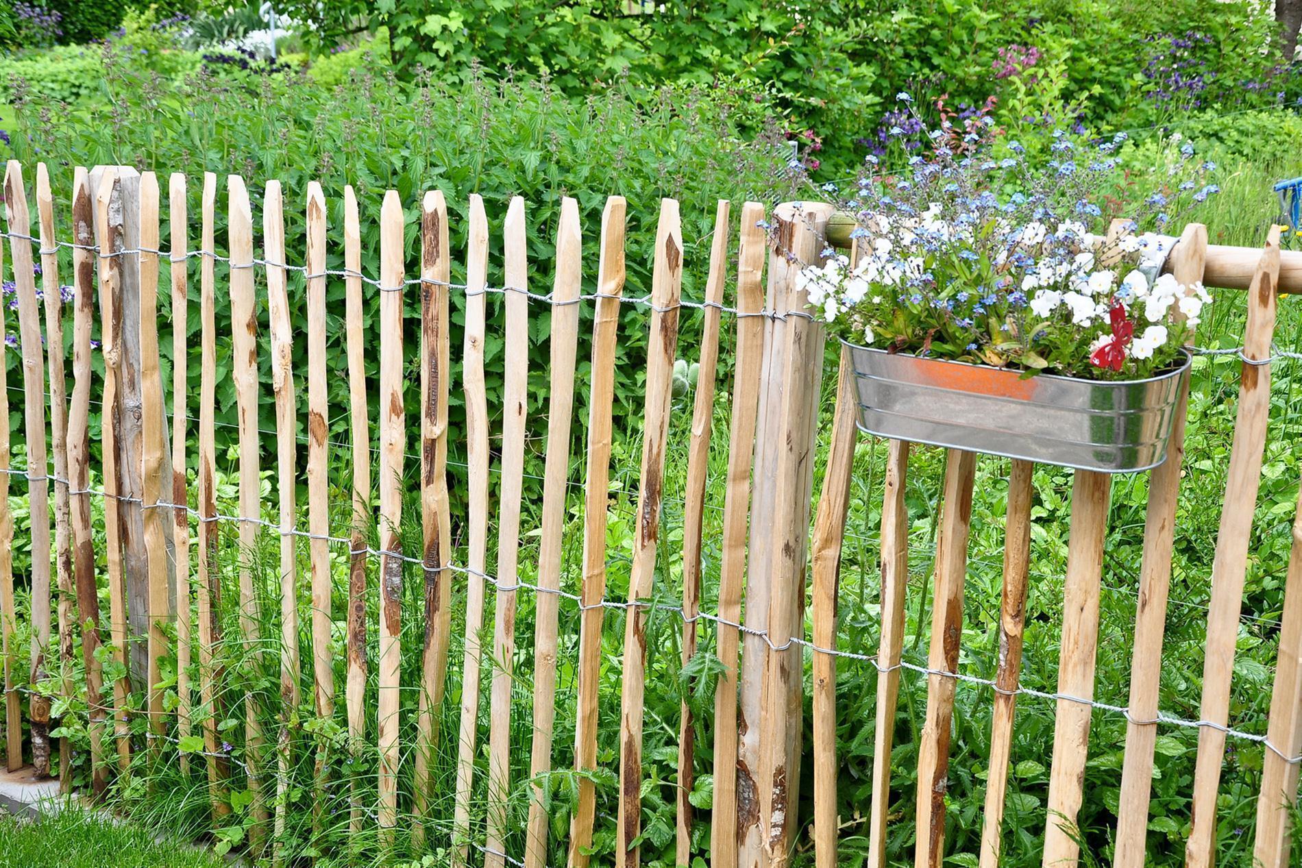 Englischer Staketenzaun Kastanie - Länge 5 Meter, Höhe 122 cm, Lattenabstand 4-6 cm