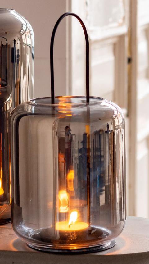 Windlicht klein aus Glas in Silberoptik mit schwarzem Ständer, 17x17x36 cm