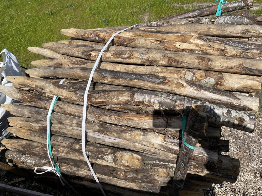 Pfähle aus Kastanie (B-WARE) 120 cm Länge, DM 6-8 cm