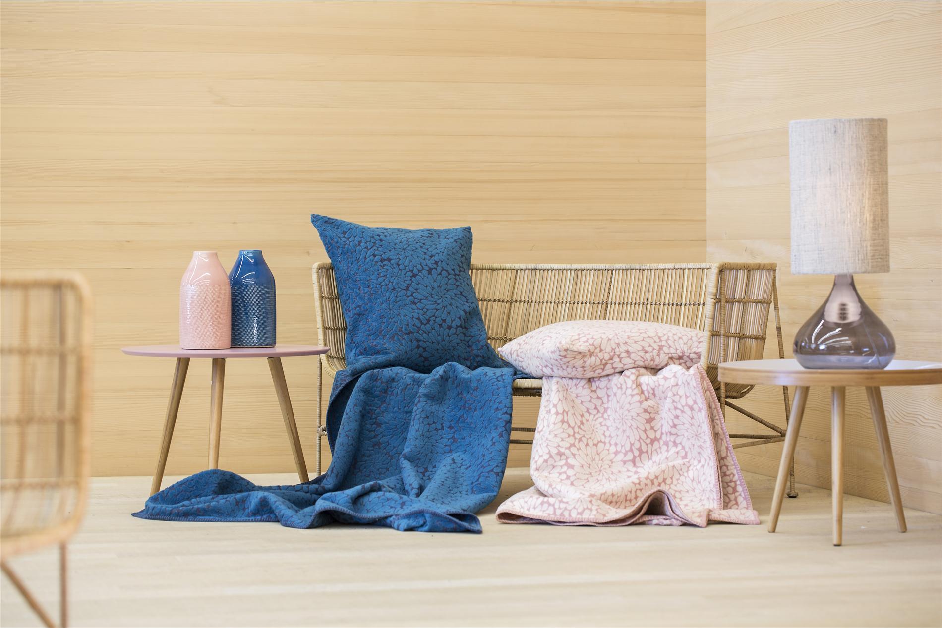"DAVID FUSSENEGGER Decke Deco, Plaid ""abstrahierende Blumen"", navy blau, 130x200 cm"