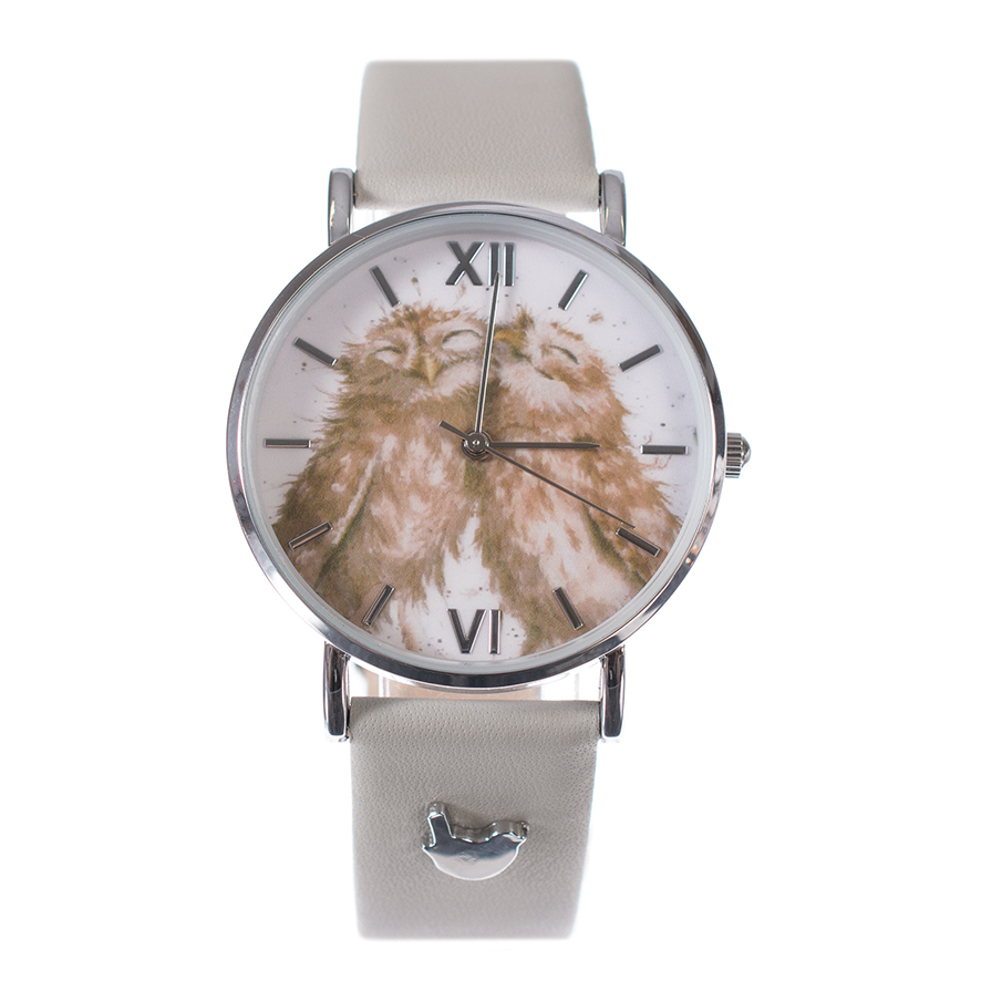 Wrendale Armbanduhr mit grauem Lederarmband, Motiv Eulenpaar kuschelt, in Geschenkkarton