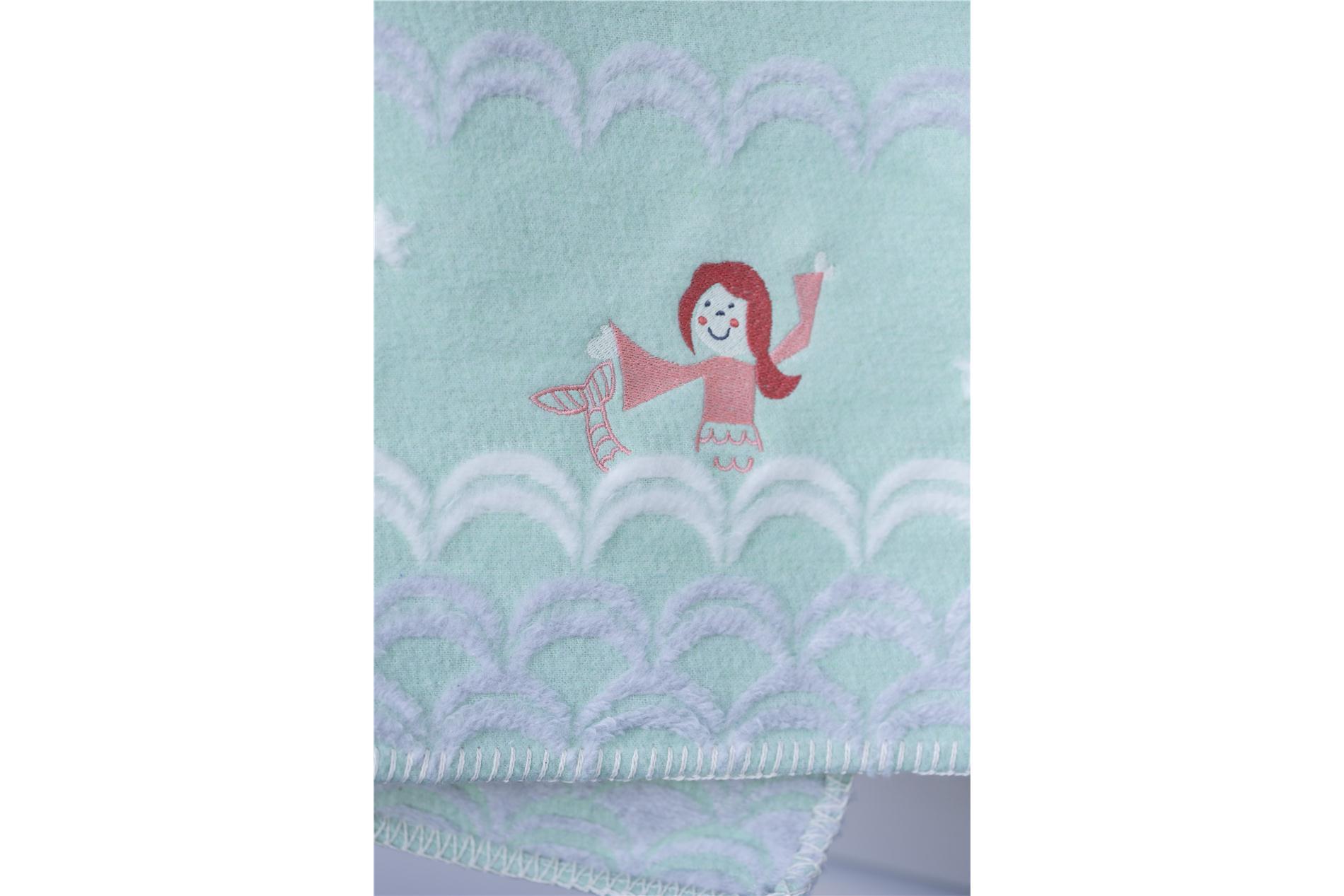 DAVID FUSSENEGGER Decke Juwel Finn, Babydecke, Meerjungfrau mit Stickerei, mint, 65x 90 cm